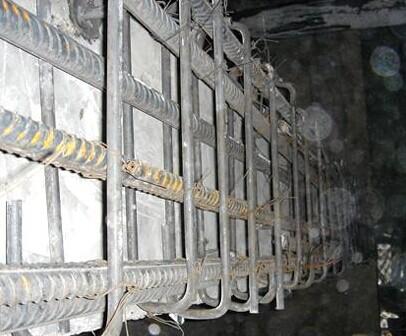 1.建筑物地基的施工应具备下述资料: 1.1岩土工程勘察资料。 1.2临近建筑物和地下设施类型、分布及结构质量情况。 1.3工程设计图纸、设计要求及需达到的标准,检验手段。  2.砂、石子、水泥、钢材、石灰、粉煤灰等原材料的质量、检验项目、批量和检验方法,应符合国家现行标准的规定。 3.